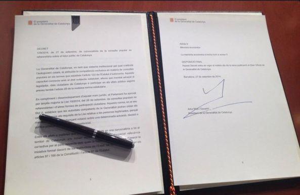 decret-president-Generalitat-Artur-Mas_ARAIMA20140927_0173_5